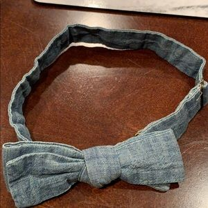 Men's chambray blue bow tie